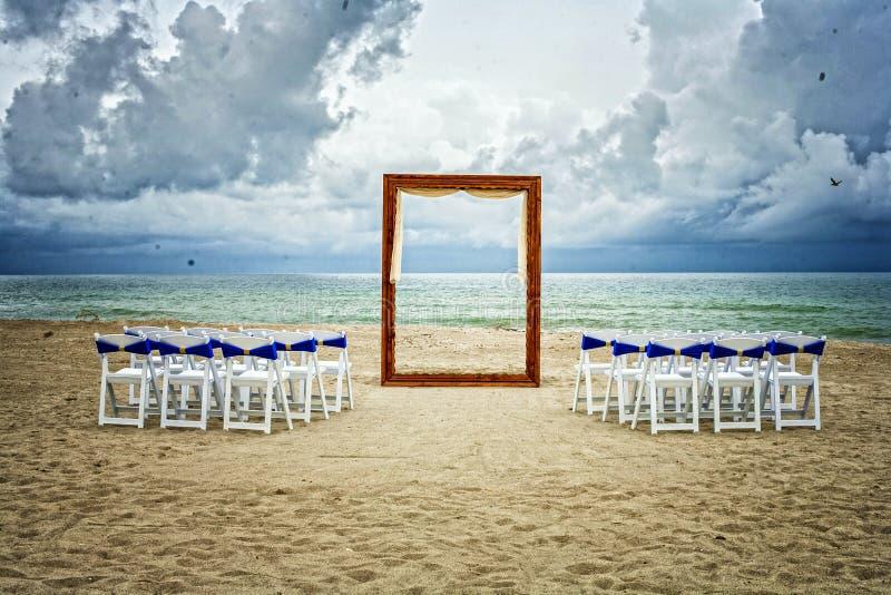 Strand-Hochzeits-Zeremonieeinrichtung stockfoto