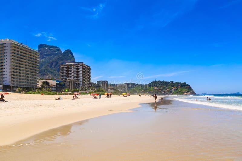 Strand i Barra da Tijuca, Rio de Janeiro royaltyfri bild