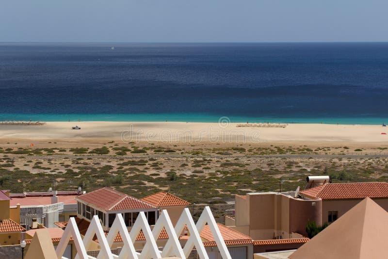 Strand i Morro Jable, Fuerteventura kanariefågelöar arkivbilder