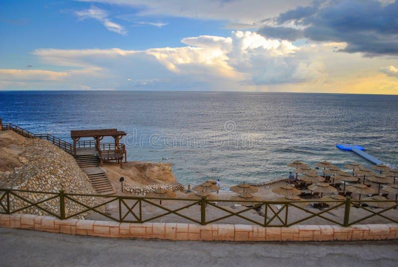 Strand im Erholungsort Hurghada, Ägypten lizenzfreie stockfotos