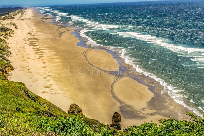 Strand-Küstenlinien-Wellen-Pazifischer Ozean Florence Oregon stockbilder