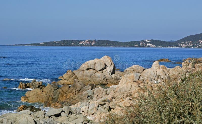 Strand langs kust van Olmeto, dichtbij Propriano, Zuidelijk Corsica stock fotografie