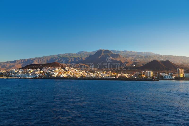 Strand Los Cristianos in het eiland van Tenerife - Kanarie stock fotografie