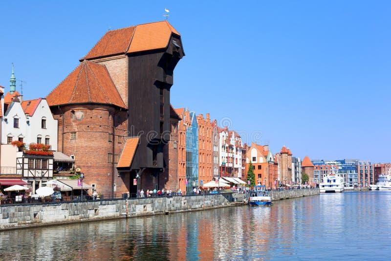Download Strand Med Den Gamla Kranen (Zuraw) I Gdansk, Polen, 2014 09 Redaktionell Foto - Bild av medeltida, stad: 76701205