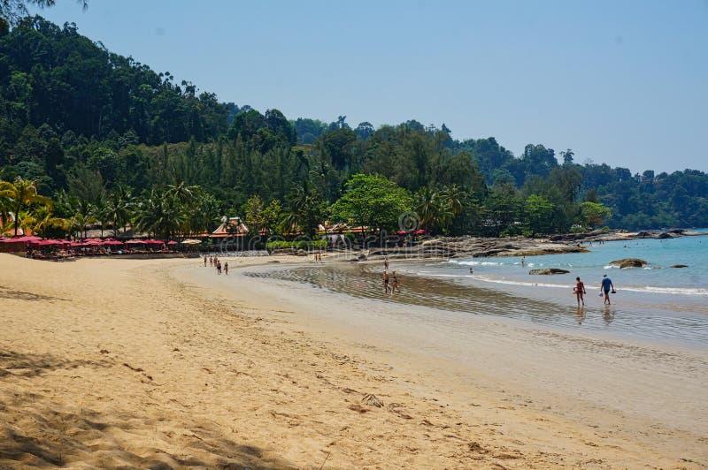 strand med något personer och blått hav royaltyfria bilder