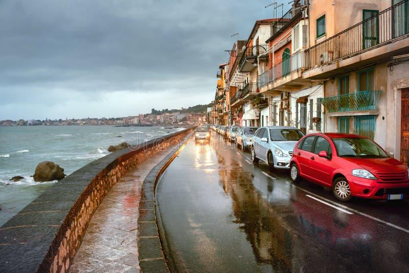 Strand med vägen i regnigt väder på Giardini Naxos italy sicily taormina royaltyfria foton