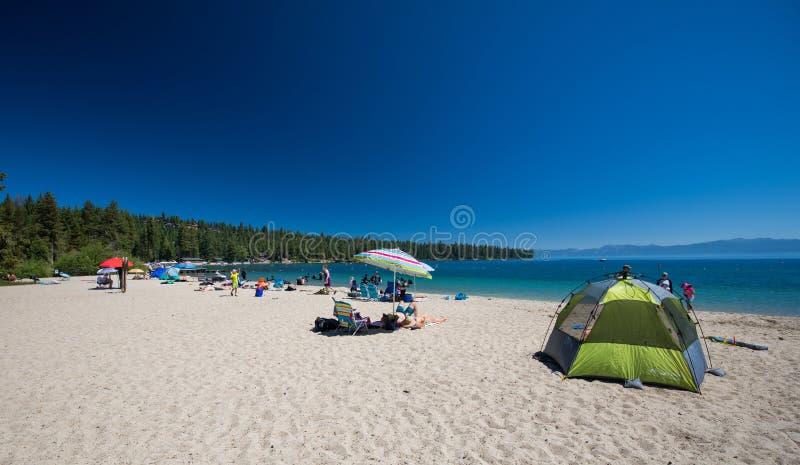 Strand in Meer Tahoe, Californië stock afbeeldingen