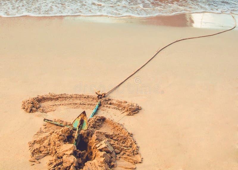 Strand met anker stock afbeelding