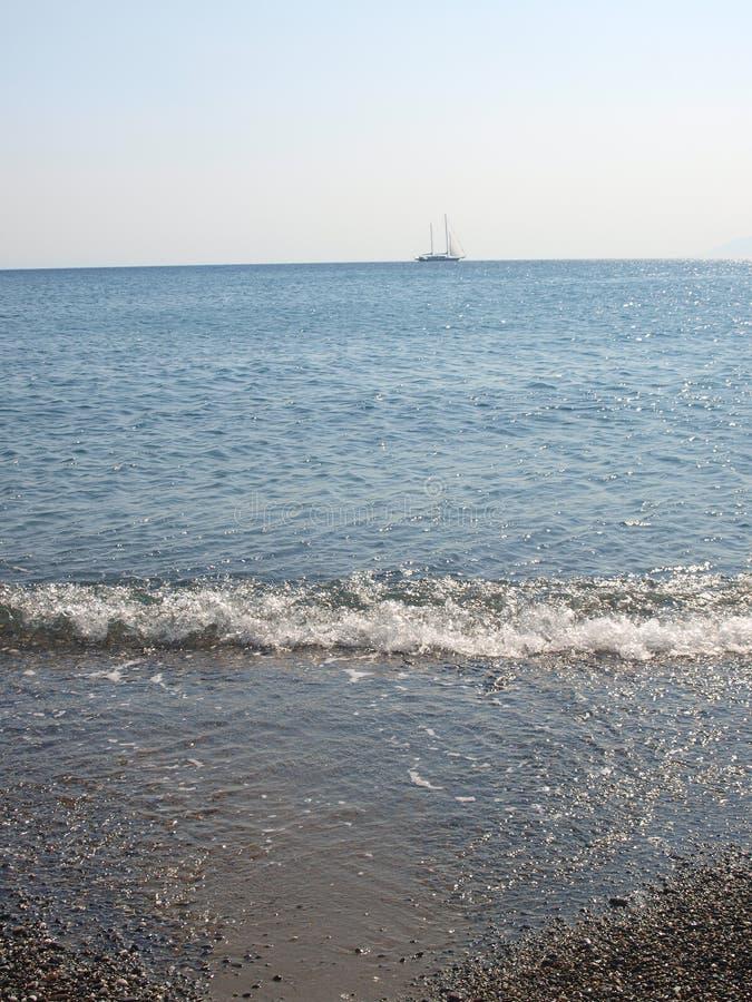 Strand met onduidelijk beeld blauwe overzees Kos royalty-vrije stock afbeeldingen