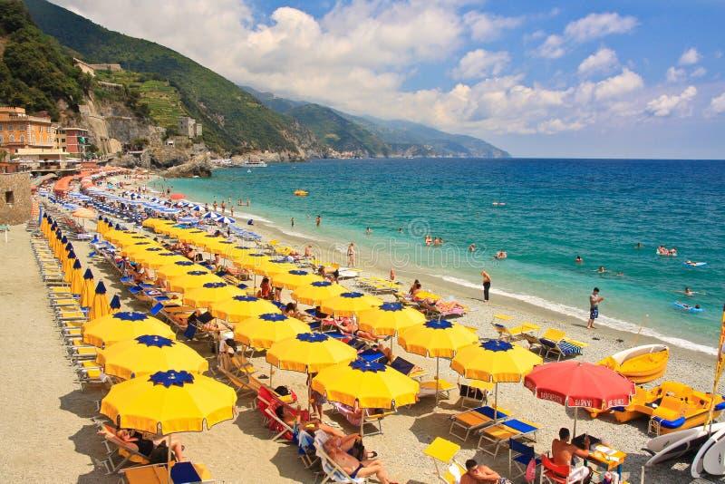 Strand in Monterosso stock foto's