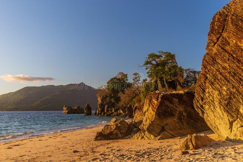 Strand nära Ampasindava arkivfoto