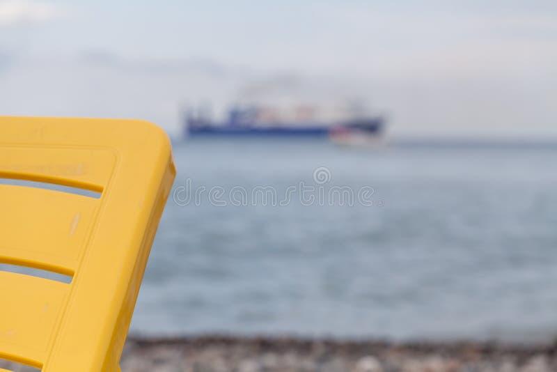 Strand nach dem Ende der Jahreszeit lizenzfreie stockfotos