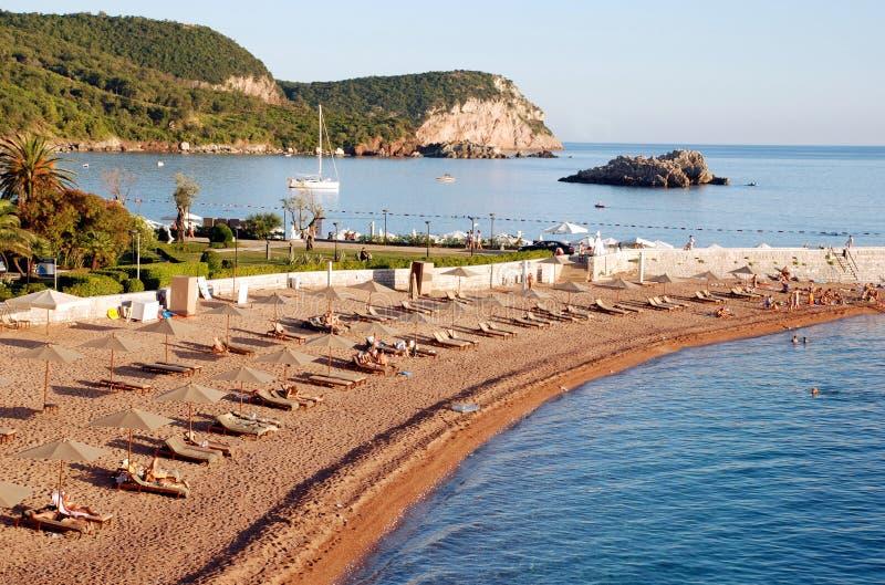 Strand nahe Sveti Stefan, Montenegro stockfotos