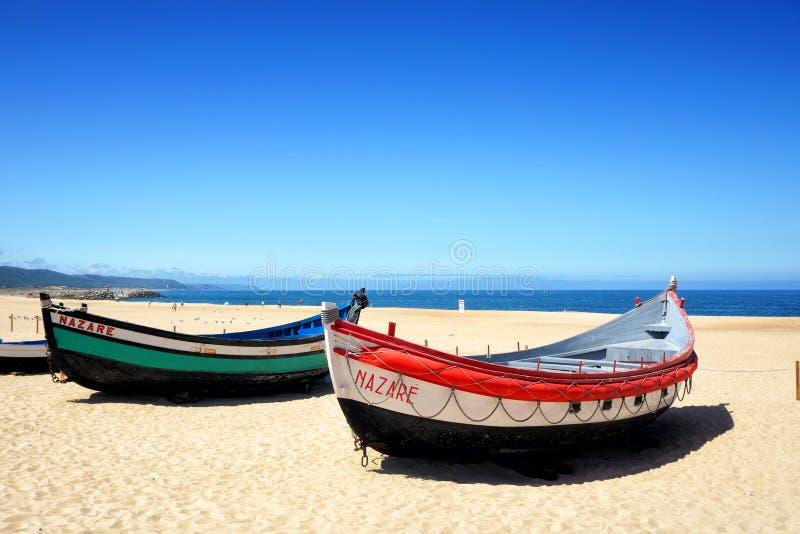 Strand in Nazare stock foto's