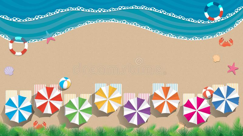 Strand- och havsbakgrund med kopieringsutrymme Flyg- sikt av en strand med paraplyer av blått, grönt, purpurfärgat, handdukar med stock illustrationer