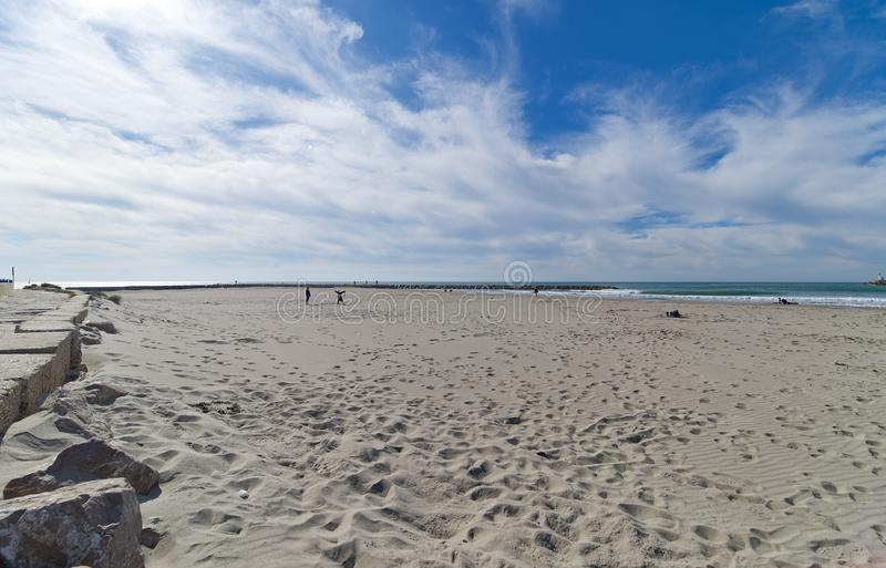 Strand och promenad - Saintes Maries de la Mer - Camargue Provence - Frankrike arkivfoto