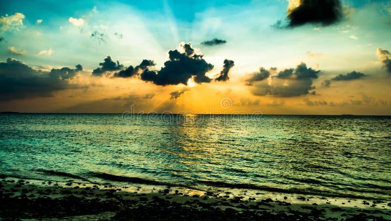 Strand och solnedgång arkivbild