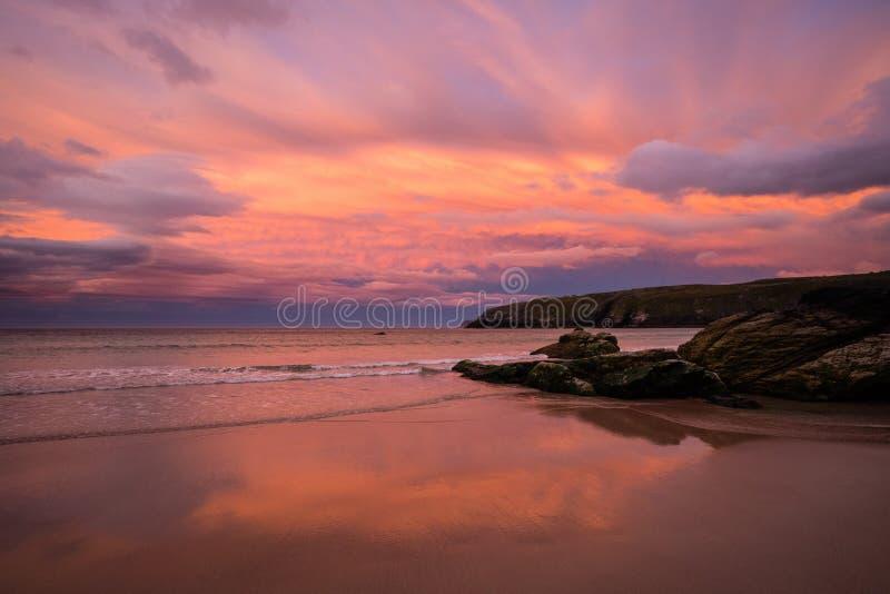 Strand och solnedgånghimmel royaltyfri bild