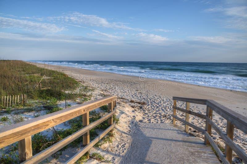 Strand på den Cape Canaveral medborgarekusten arkivbild