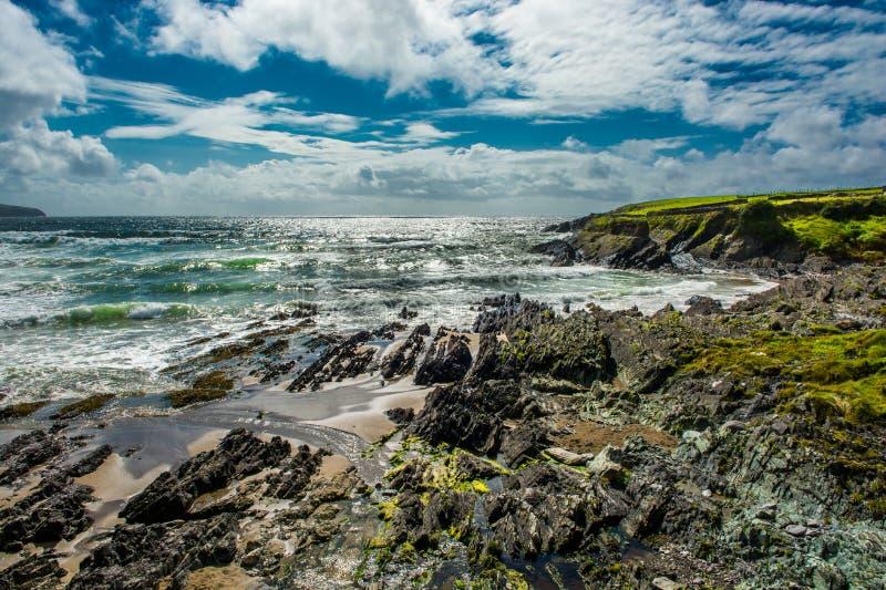 Strand på kusten av Irland royaltyfria foton
