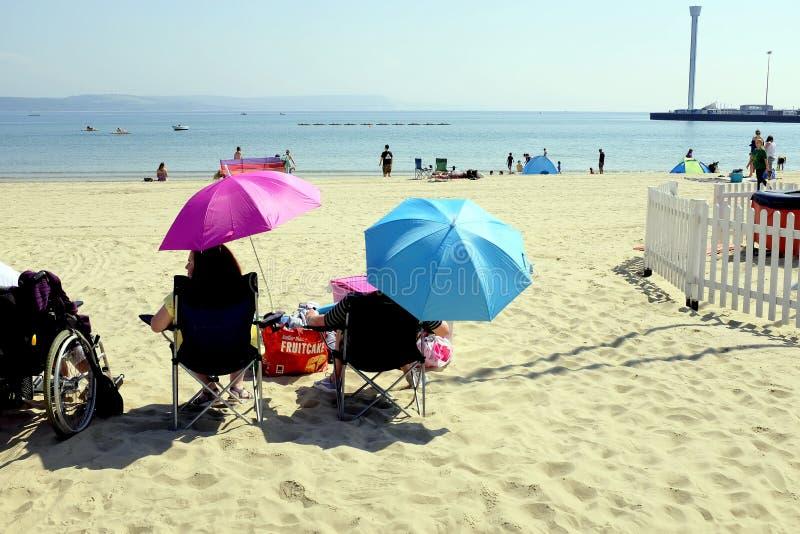 Strand Parasols, Weymouth, Dorset, het UK stock afbeelding