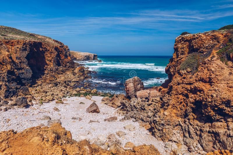 Strand praia-DA Bordeira nahe Carrapateira, Portugal Praia DA Bordeira ist ein Teil der berühmten touristischen Region von Algarv lizenzfreies stockbild