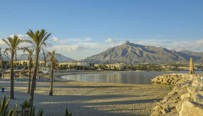 Strand Puerto Banu, Marbella, Spanien lizenzfreie stockbilder