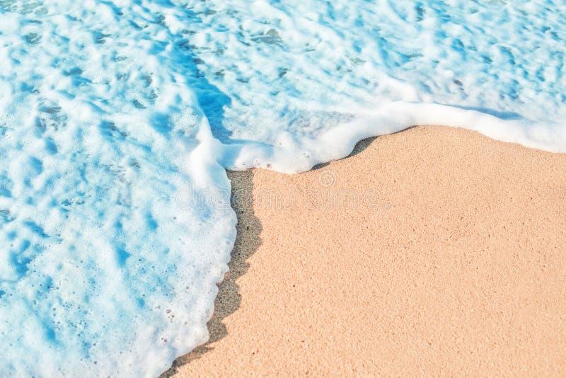 Strand, Sand und blauer Ozean Blaues Meer, Himmel u Kopieren Sie Platz lizenzfreies stockbild