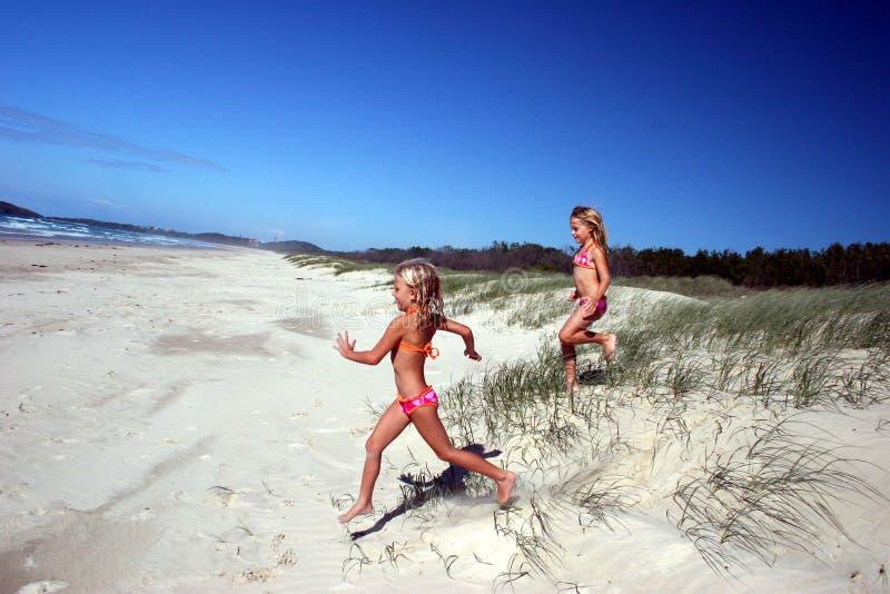 strand som kör till royaltyfri fotografi