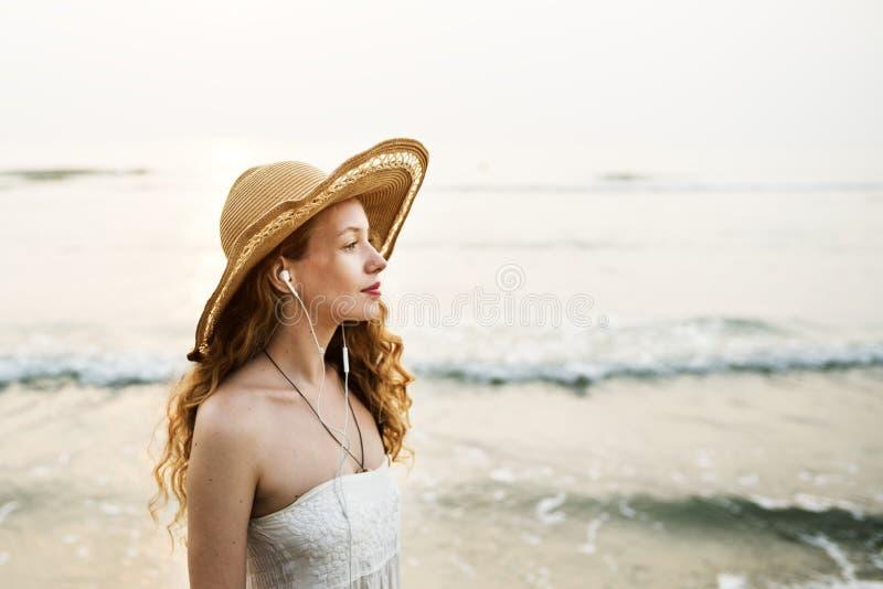 Strand-Sommerferien-Ferien-reisendes Entspannungs-Konzept stockbild