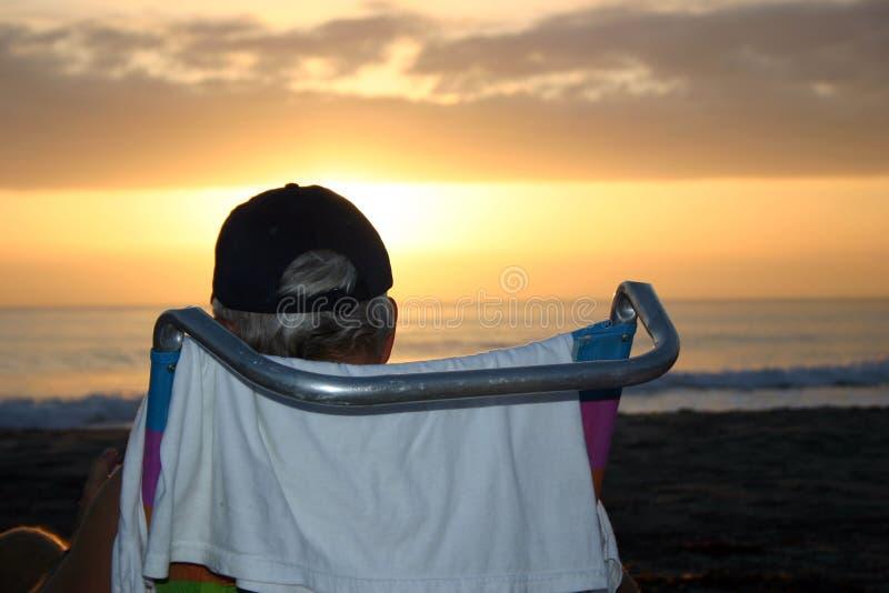 Download Strand-Sonnenuntergang stockfoto. Bild von wolken, stühle - 31448