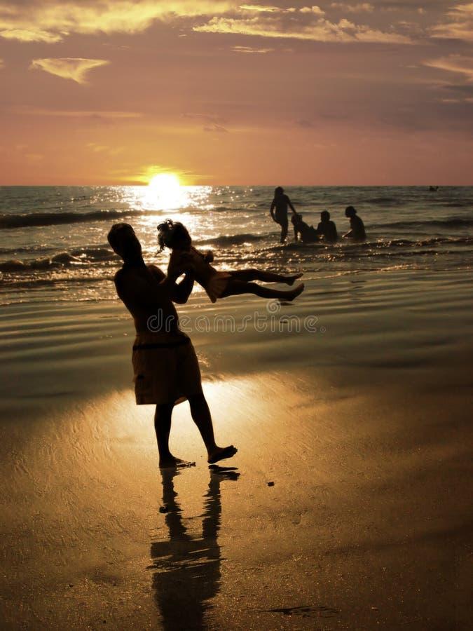 Strand am Sonnenuntergang stockfoto