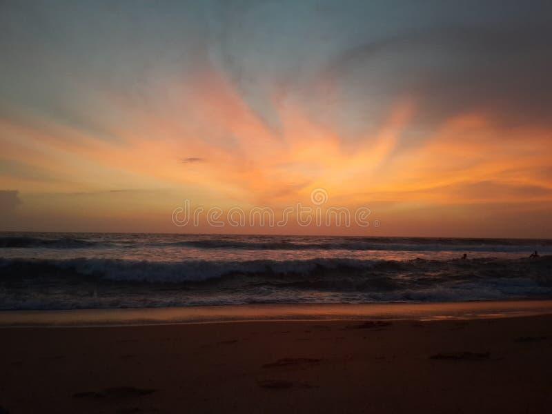 Strand-Sonnenuntergang   Goldene Stunde stockfotos
