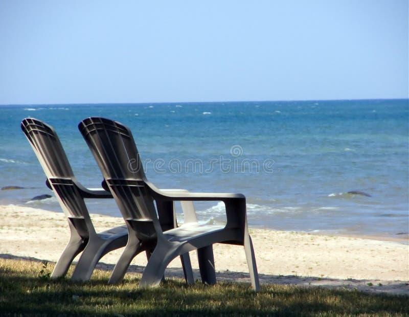 Download Strand-Stühle stockfoto. Bild von groß, seen, ferien, wasser - 28626