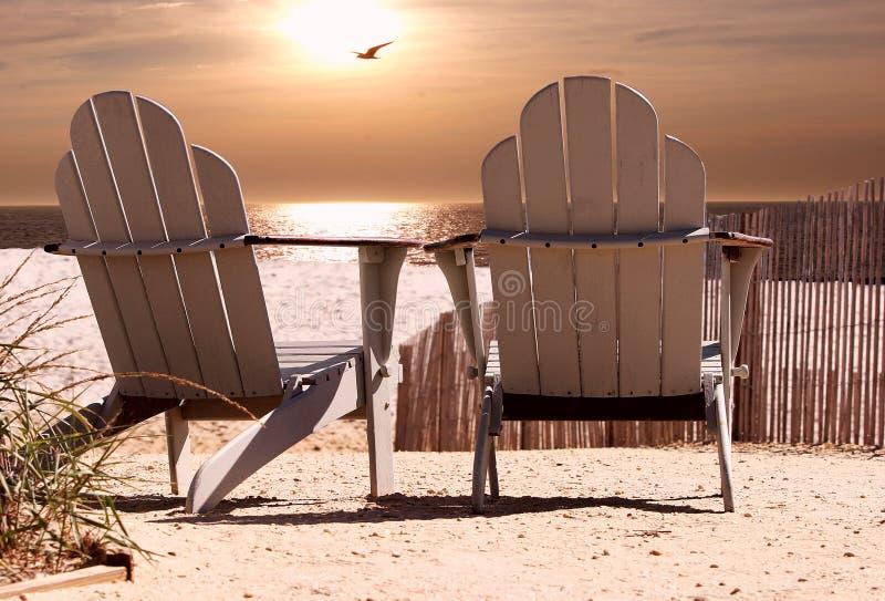 Strand-Stühle lizenzfreie stockfotos