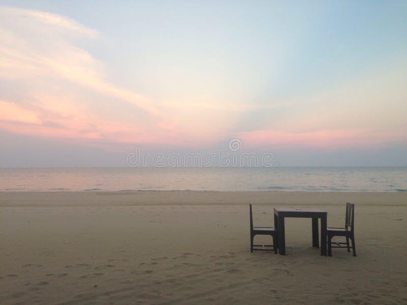 Strand, Thailand, blauwe hemel, zonsondergang, overzees, diner, royalty-vrije stock afbeeldingen