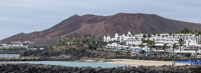 Strand und Hotels an Playa-Flamingo lizenzfreie stockbilder