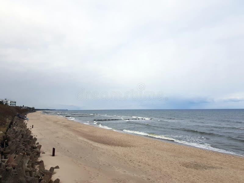 Strand und Meer in Mielno, Polen lizenzfreies stockfoto