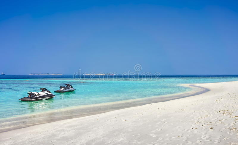 Strand und Meerblickansicht über Malediven lizenzfreies stockfoto