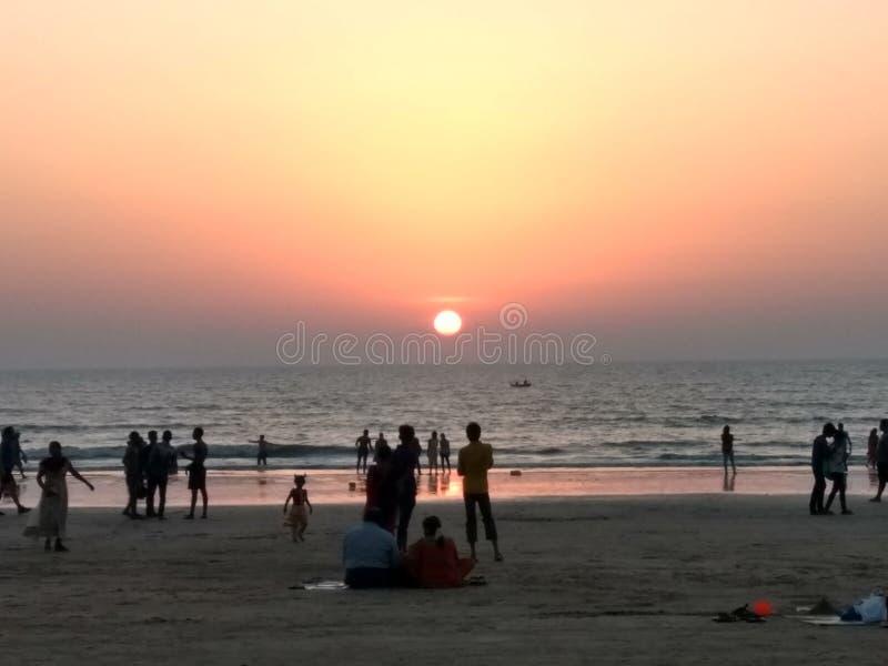 Strand und Sonnenuntergang lizenzfreie stockfotos