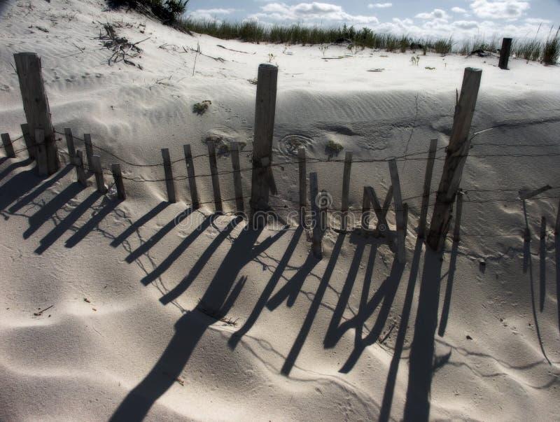 Strand und Zaun stockfoto