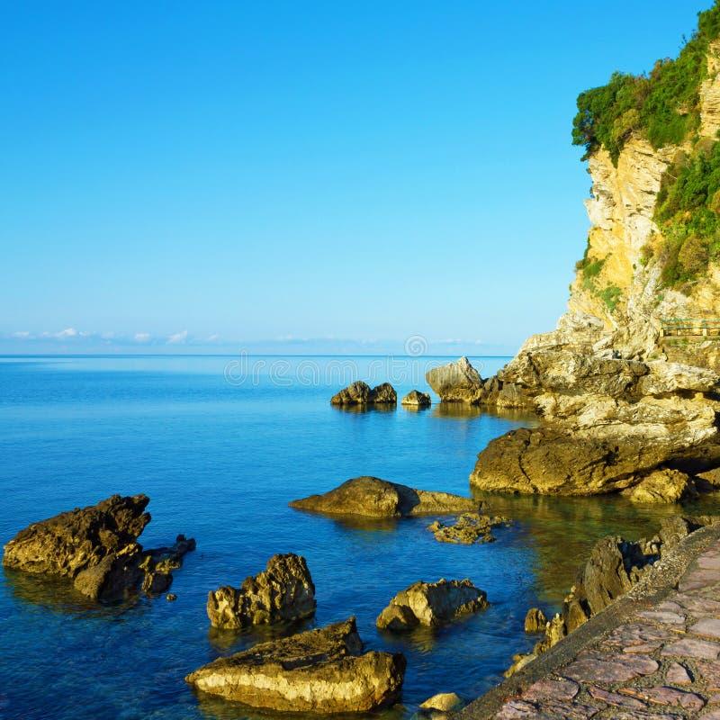 Strand van Adriatische overzees, Budva, Montenegro stock foto's
