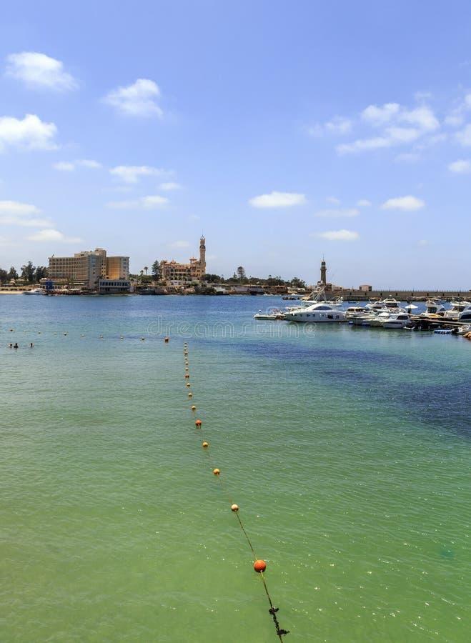 Strand van Alexandrië en Al Montaza-paleis royalty-vrije stock foto's