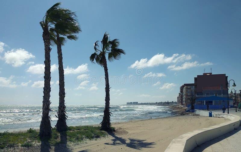 Strand van Torrevieja bij stormachtig weer royalty-vrije stock afbeeldingen