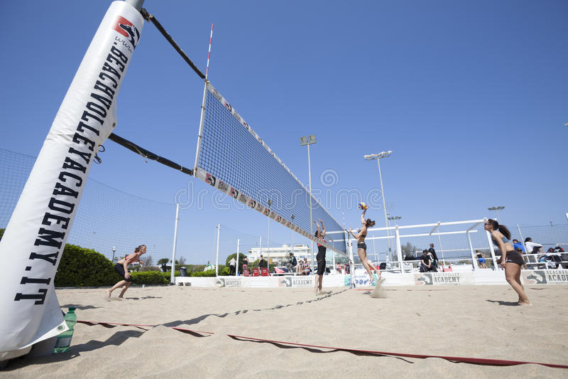Strand-Volleyball-Turnierfrauen Standort: Ostia, Rom Italien stockfoto