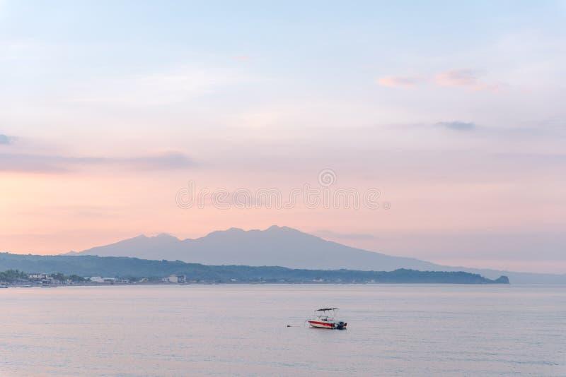 Strand von Morong, Bataan, Philippinen lizenzfreies stockfoto