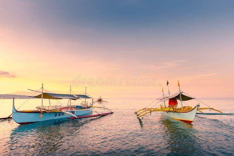 Strand von Morong, Bataan, Philippinen am frühen Morgen lizenzfreie stockfotografie