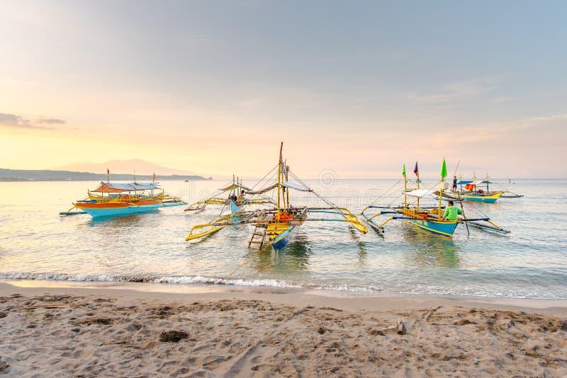 Strand von Morong, Bataan, Philippinen am frühen Morgen lizenzfreies stockfoto