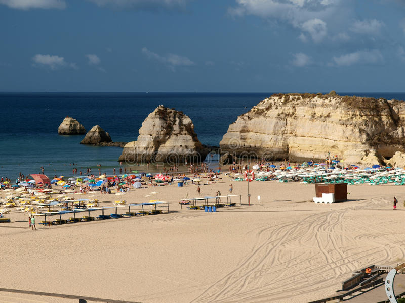 Strand von Praia DA Rocha in Portimao lizenzfreies stockfoto