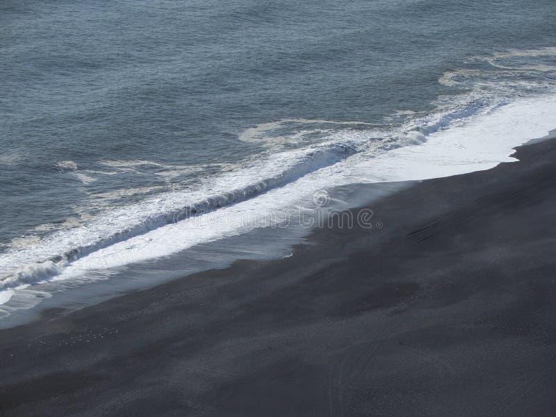Strand in Zuidelijk IJsland stock fotografie